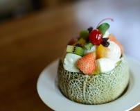 Melon med fruktsallad arkivfoto