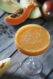 Melon- och mangofruktsaft royaltyfria foton