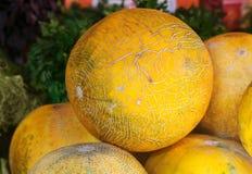 Melon på bönderna marknadsför, stänger sig upp, den selektiva fokusen Arkivfoton