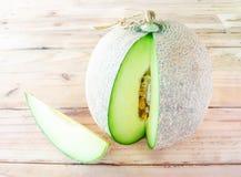 Melon sur un style en bois de vintage Images stock
