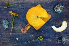Melone auf rustikaler Tabelle Stockbild