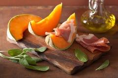Melone del cantalupo con il prosciutto di Parma Antipasto italiano fotografia stock libera da diritti