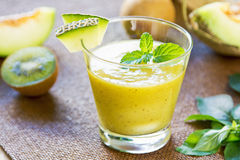 Melone mit Kiwi Smoothie Lizenzfreie Stockbilder