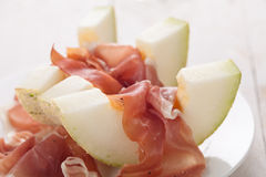 Melone mit Parmaschinken Lizenzfreie Stockfotos