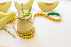 Melone Smoothie in einem Glas und in einem Zentimeter Lizenzfreie Stockfotos