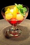 Melonekugeln und -pfirsiche stockbild