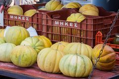 Meloni ad un mercato greco fotografie stock libere da diritti