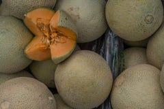 Meloni del cantalupo nel mercato fotografia stock libera da diritti