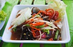 Melonowiec sałatka, Tajlandzki jedzenia imienia Som Tum w formy pudełku obrazy stock