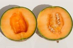 Melonu cięcie w dwa kawałkach fotografia royalty free