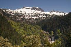 Melt ледника создает горы Washingto каскада водопада северные Стоковая Фотография