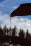 Melt-vatten i berg royaltyfria foton