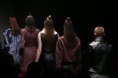 Meltem Ozbek Catwalk in Mercedes-Benz Fashion Week Istanbul Lizenzfreie Stockfotos