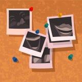 Memórias fixadas Corkboard do divertimento dos Polaroid ilustração royalty free