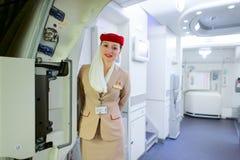 Membre d'équipage d'Airbus A380 d'émirats Photographie stock libre de droits
