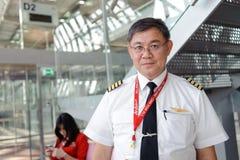 Membres d'équipage d'Air Asia dans l'aéroport de Bangkok Photo stock