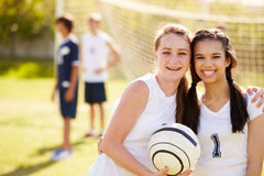 Membres d'équipe de football féminine de lycée Image libre de droits
