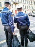 Membres de la marine russe dans l'uniforme image libre de droits
