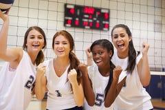 Membri del gruppo femminile di pallavolo della High School Fotografia Stock