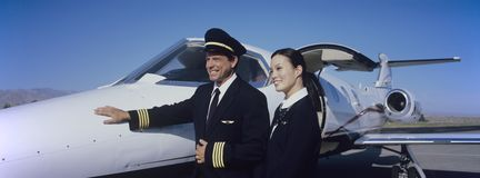 Membri della squadra della cabina in aereo Immagini Stock