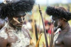 Membri di tribù di Dani al festival annuale della valle di Baliem immagini stock libere da diritti