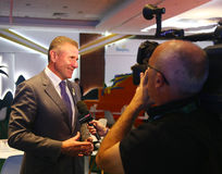 Membro da comissão e presidente olímpicos internacionais do comitê olímpico nacional de Ucrânia Sergey Bubka durante a entrevista fotografia de stock