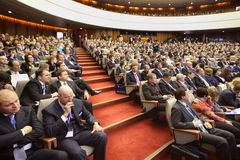 Membros atentos na empresa de pequeno porte do fórum Imagem de Stock Royalty Free