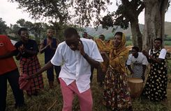 Membros de trabalhadores do sector da saúde reprodutivos da comunidade, Uganda Fotos de Stock