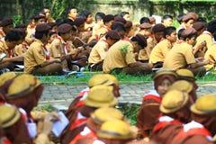Membros do treinamento nos escuteiros imagem de stock