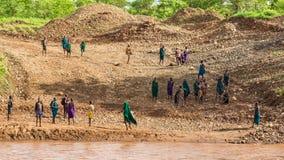 Membros do tribo africano Suri, Etiópia sul imagem de stock