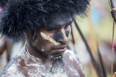 Membros duma tribo de Dani no festival anual do vale de Baliem fotografia de stock