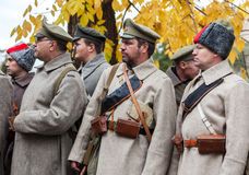Membros não identificados do reenactment histórico na revolta do imagem de stock