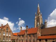 Memlingmuseum en Kerk van Onze Dame, Brugge royalty-vrije stock afbeeldingen