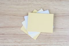 Memo paper notes Motivating quote on sticky paper. On wooden background Royalty Free Stock Images