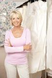 memoria di vendite femminile bridalwear di aiuto Immagini Stock