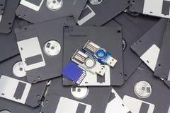 Memoria flash del Usb, carta di deviazione standard e floppy disk Fotografia Stock