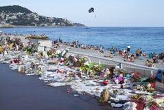 Memoriais temporários ao longo de Promenade des Anglais em agradável imagem de stock royalty free