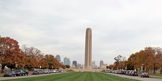 Memorial com skyline Fotos de Stock Royalty Free