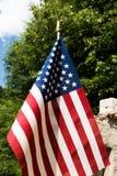 Memorial Day, för veterandag, Juli 4th amerikanska flaggan- och kyrkogårdmarkör Arkivfoto