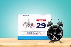 Memorial Day feliz 2017 com calendário e despertador na tabela de madeira Fotos de Stock
