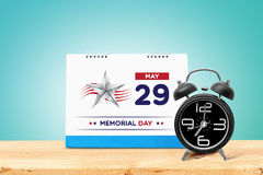 Memorial Day feliz 2017 con el calendario y el despertador en la tabla de madera Fotos de archivo