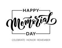 Memorial Day Recuerde y honre Letras exhaustas del texto de la mano del ejemplo del vector con las estrellas para el Día de los c stock de ilustración