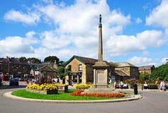 Memorial de guerra na ilha de tráfego, Bakewell imagens de stock royalty free