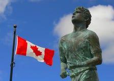 Memorial do Fox de Terry e bandeira canadense | Thunder Bay Fotos de Stock