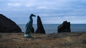 Memorial do grande pinguim em Reykjanes, Islândia imagens de stock royalty free