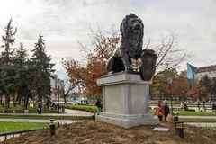 Memorial do primeiro e sexto regimento de infantaria no parque na frente do palácio nacional da cultura Imagens de Stock Royalty Free
