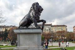 Memorial do primeiro e sexto regimento de infantaria no parque na frente do palácio nacional da cultura Imagem de Stock