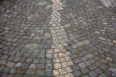 Memorial no centro da cidade de Munich Caminho do ouro marcado para fora na pedra imagens de stock royalty free