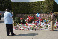 Memorial to Whitney Houston. Fans taking photos and reading all the flowers, cards, letters and balloons left in front of the Beverly Hilton Hotel in Beverly Stock Image