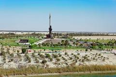 Memoriale della baionetta di AK47 vicino a Ismailia, Egitto immagini stock libere da diritti